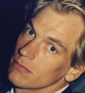 Julian Sands (Peter Warrack)