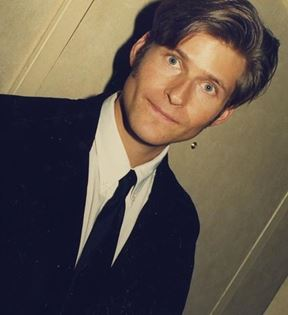 Crispin Glover (Peter Warrack)