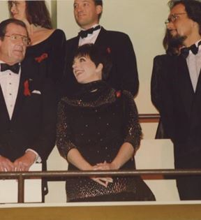 Liza Minnelli, Roger Moore & Jimmy Smits (Peter Warrack)