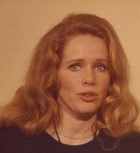 Liv Ullmann (Peter Warrack)