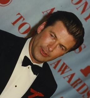 Alec Baldwin (Peter Warrack)