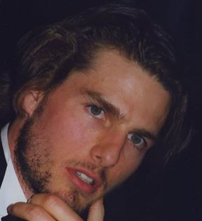 Tom Cruise (Peter Warrack)