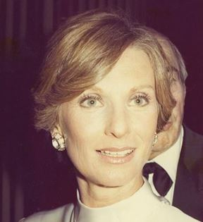 Cloris Leachman (Peter Warrack)