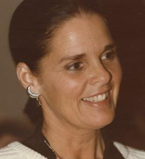 Ali MacGraw (Peter Warrack)