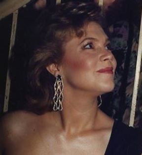 Kathleen Turner (Peter Warrack)