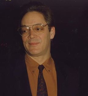 Raul Julia (Peter Warrack)