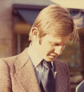Michael York (Peter Warrack)