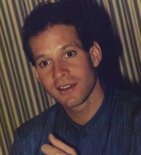 Steve Guttenberg (Peter Warrack)