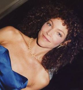 Amy Irving (Peter Warrack)