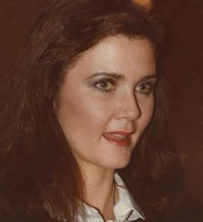 Lynda Carter (Peter Warrack)